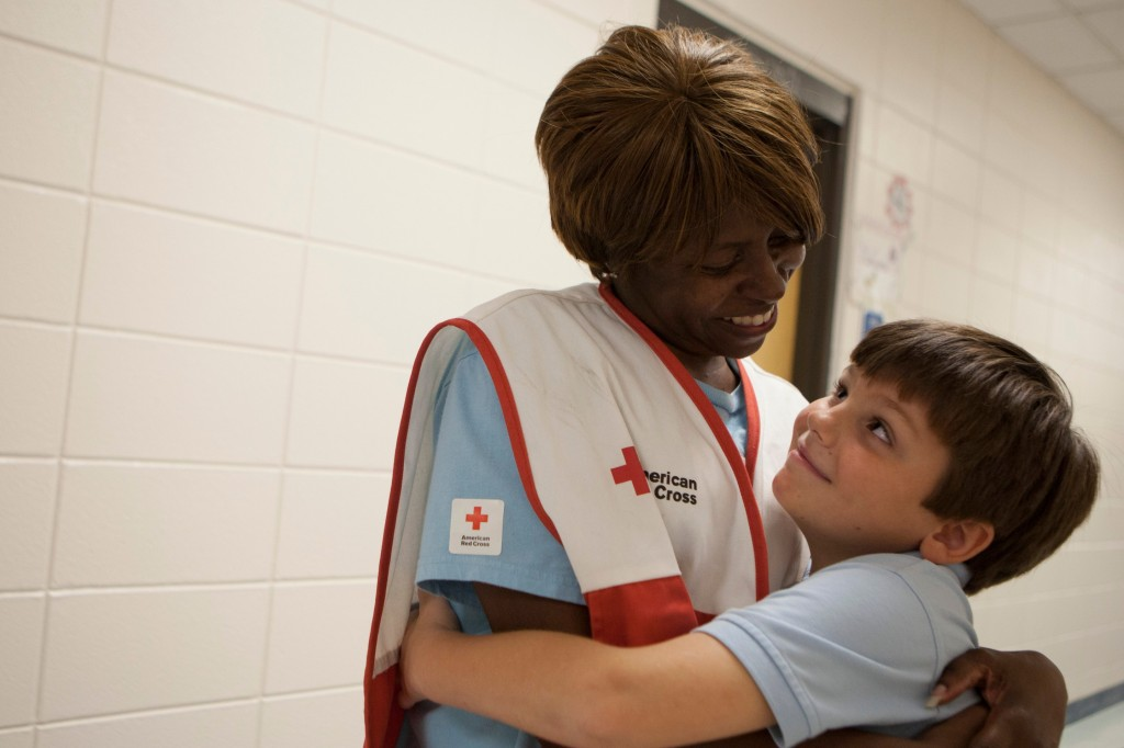Red cross_woman-hugging-little-boy-2880x1920